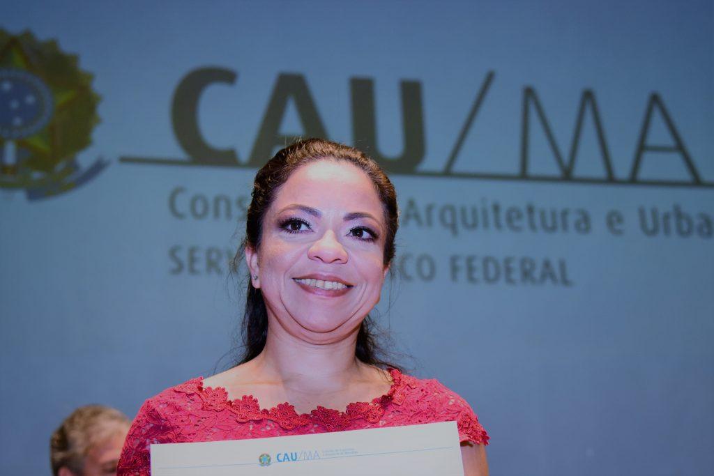 Descrição: http://www.cauma.gov.br/wp-content/uploads/2016/05/carla-1024x683.jpg