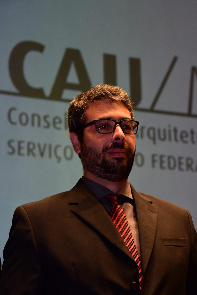 Descrição: http://www.cauma.gov.br/wp-content/uploads/2016/05/paim-longhi-683x1024.jpg